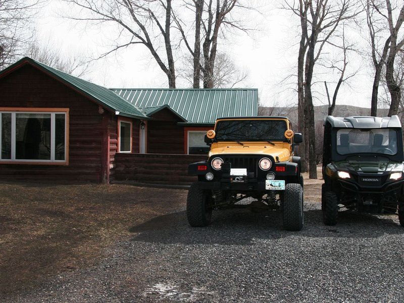 Newly Remodeled Historic Log Cabin on Banks of Horse Creek, holiday rental in Dubois