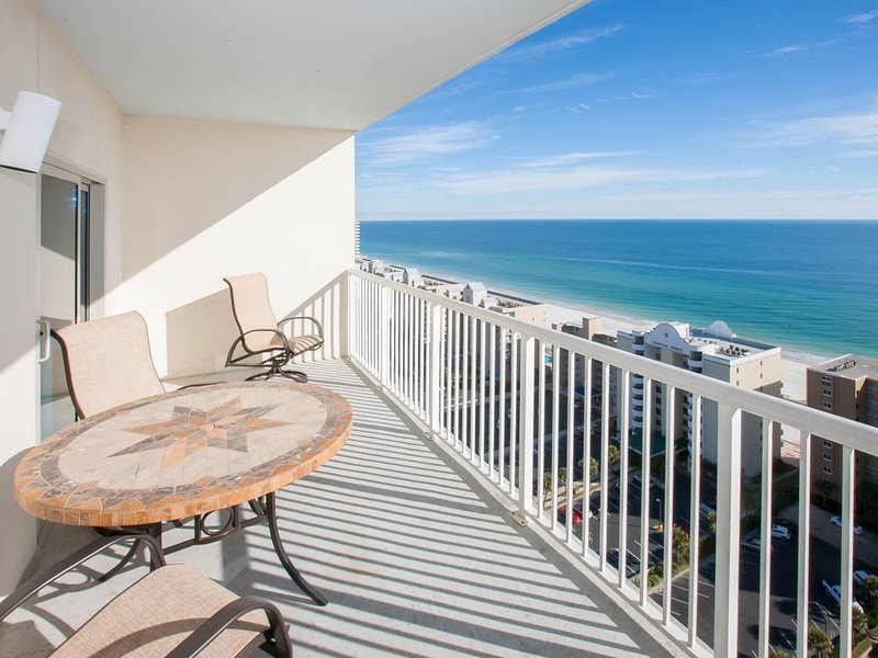 Gorgeous views, lazy river & resort style pool on beach! Clean and affordable!, alquiler de vacaciones en Gulf Shores