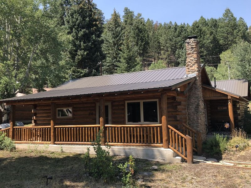 Log Cabin Backs to Rio Grande National Forest - Fishing, Hiking, Skiing, alquiler de vacaciones en South Fork