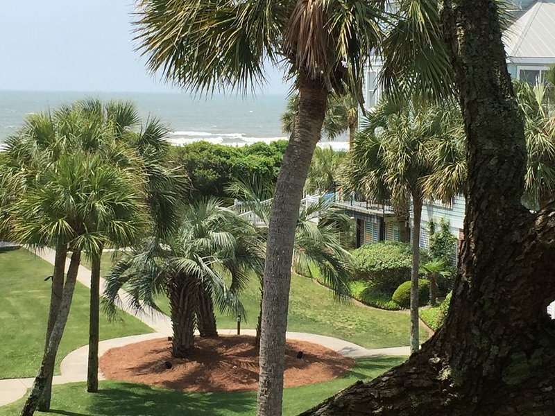 Ocean Views, Steps to the Beach & Grand Pavilion Pools, Modern Elegance, holiday rental in Isle of Palms