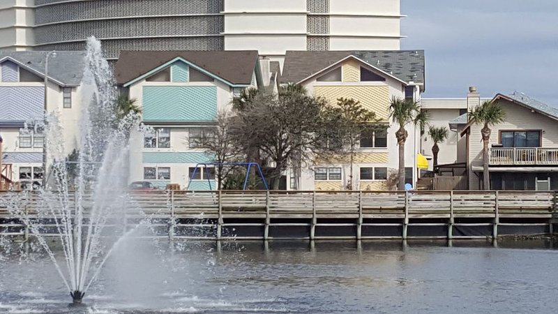 Walk, bike ride or beachside buggy to EVERTHING! Great Location!, holiday rental in Jacksonville Beach