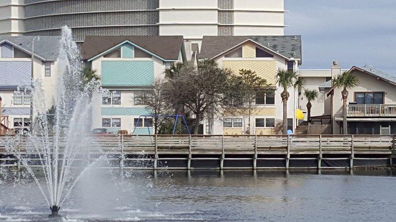 Walk, bike ride or beachside buggy to EVERTHING! Great Location!, alquiler vacacional en Jacksonville Beach