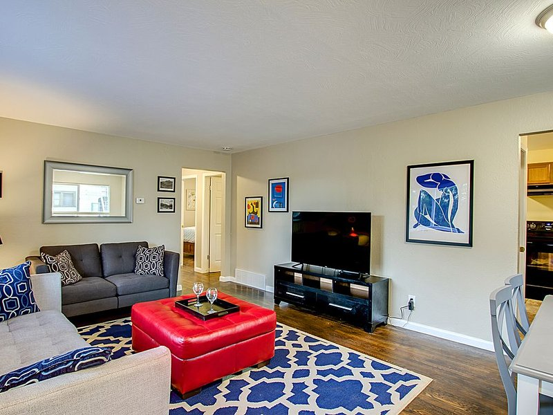 Chic 4 Bedroom, Pet Friendly Home, 1 Block From Memorial Park,  Pet Friendly, holiday rental in Widefield