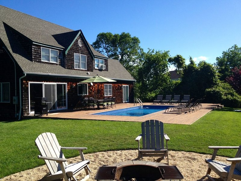 Backyard Sanctuary.  Close to beach, harbor, golf.    Perfect family getaway., vacation rental in Montauk