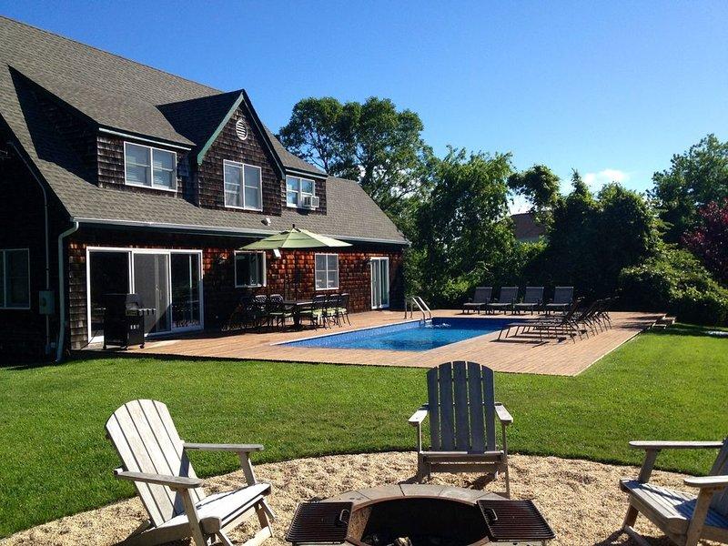 Backyard Sanctuary.  Close to beach, harbor, golf.    Perfect family getaway., vakantiewoning in Hamptons