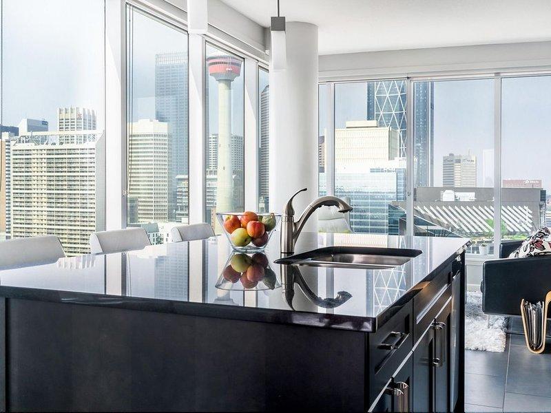 Beautiful 2BD,2BA Downtown Condo- CENTRAL Location, vacation rental in Calgary