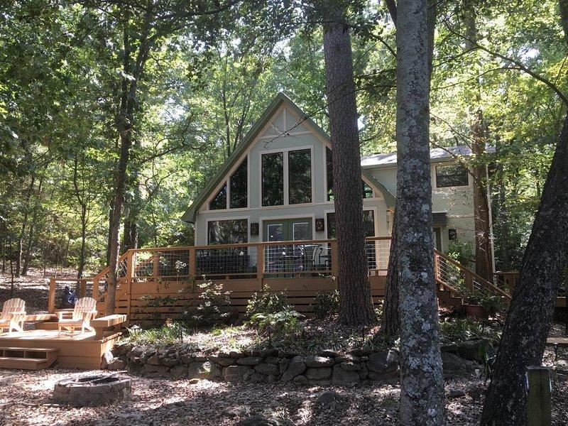 The Perfect Escape! Brand New, Beautiful Lake View Cabin with Boat Slip., location de vacances à Winnsboro