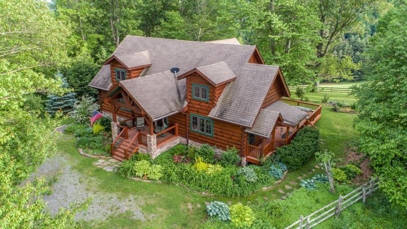 Wildwind Family Cabin, holiday rental in Boone