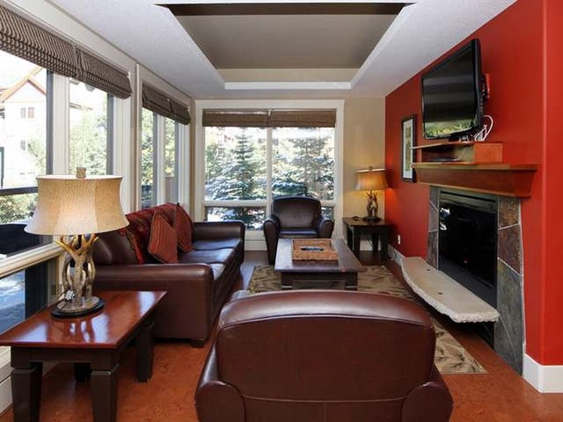 Mökki Mountain Suite - corner unit with mtn views, alquiler de vacaciones en Kananaskis Country