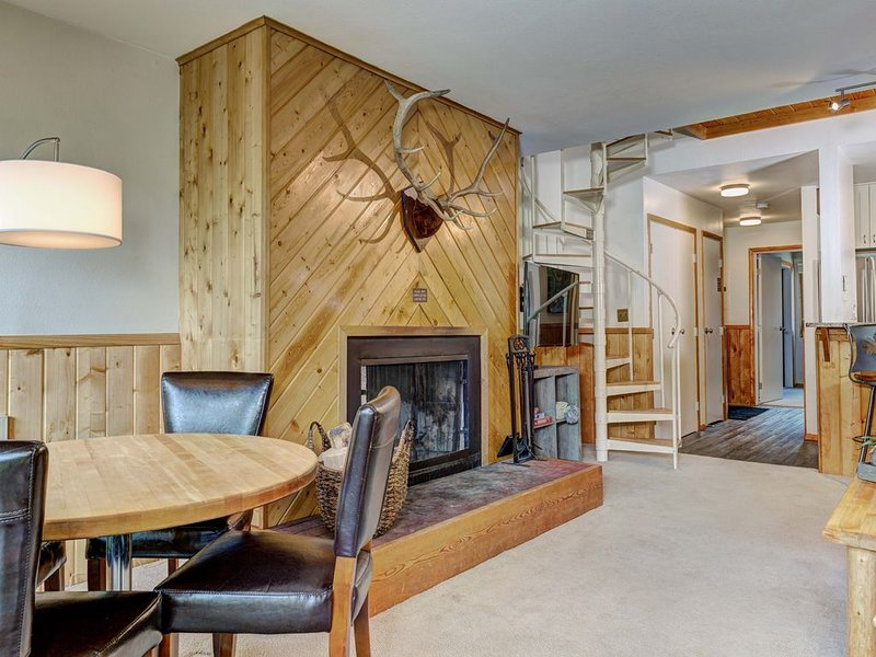Cozy Slope-side Vacation Home_Luxury Amenities, WiFi, Just Steps to the lifts!, aluguéis de temporada em Gallatin Gateway