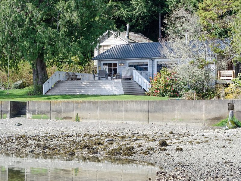 Hood Canal, 1930's Beach Cabin. 315' Cove with Oysters!, vacation rental in Hoodsport