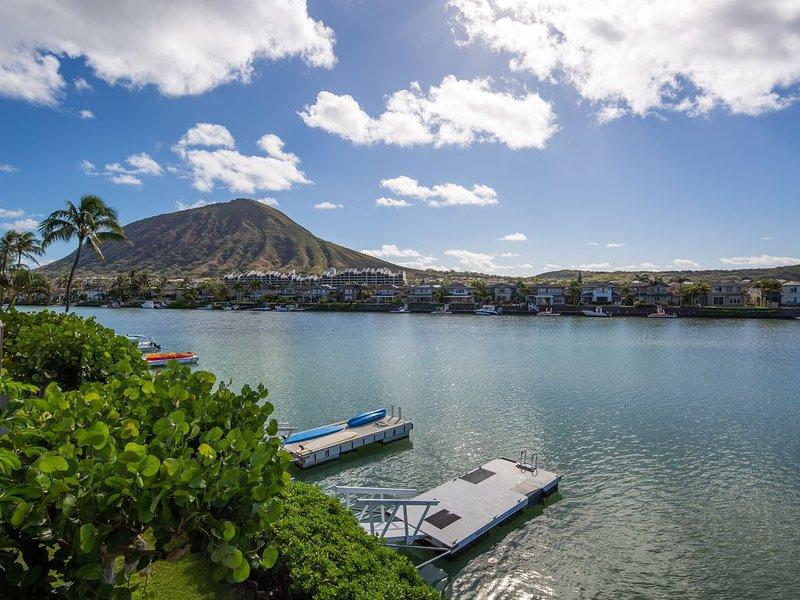 Panoramic, waterfront view! Quiet, gated community! 1400SF 3BR, 2BA + office, location de vacances à Hawaii Kai