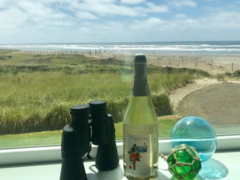 Make a SurReel Cocktail - 1 part water + 1 part sand + 2 parts GREAT VIEW, holiday rental in Westport