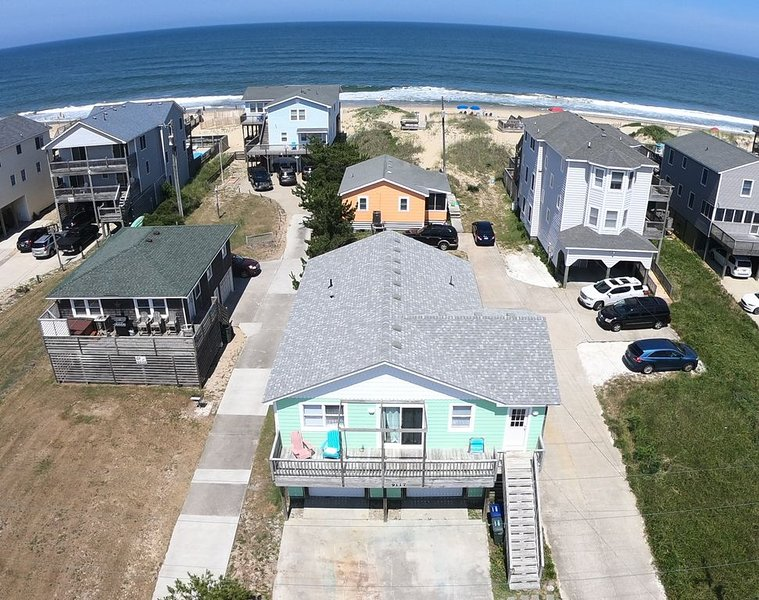Affordable ocean front in Quiet South Nags Head, NC. Your own beach out back., alquiler de vacaciones en Nags Head