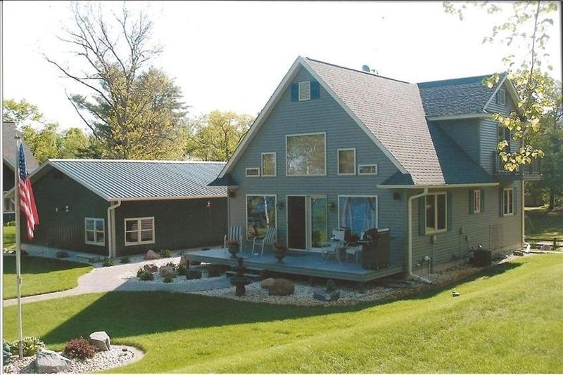 Gorgeous Lake Home With Deluxe Pontoon Available, holiday rental in Holcombe