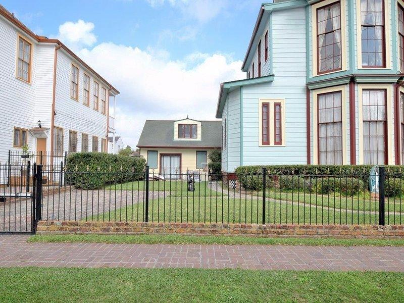 Lower Garden District Creole Cottage w/Southern Charm & Elegance, aluguéis de temporada em Harvey