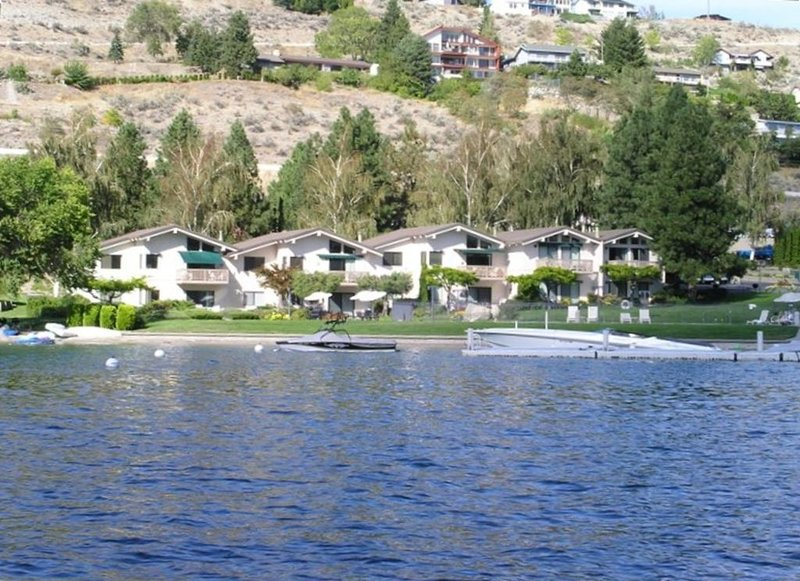 Lakefront 2B/2B Condo in Spader Bay Close to Downtown Chelan, aluguéis de temporada em Chelan