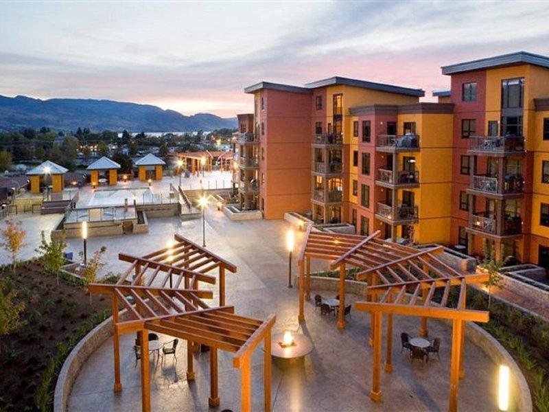 Top Floor - Playa Del Sol, 2 Bd 2 Bath With Mountain & Creek View, holiday rental in Kelowna