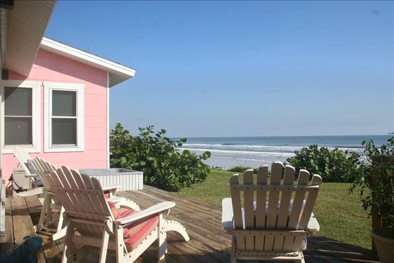 """""""The Little Pink House"""": Oceanfront Cottage 10 minutes from Daytona, vacation rental in Ponce Inlet"""