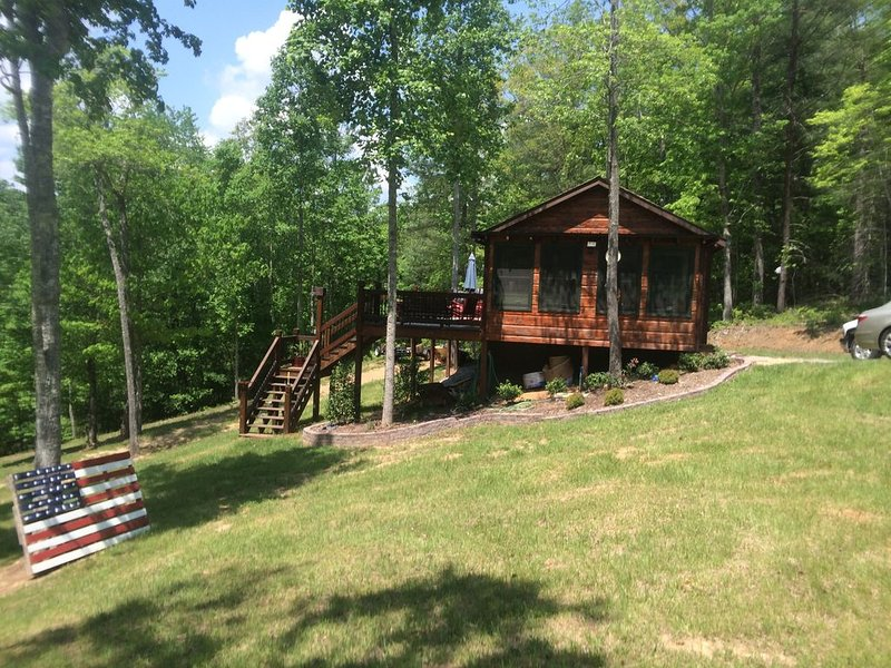 Tranquille Luxury Cottage in Blue Ridge Mountains!, holiday rental in Blairsville