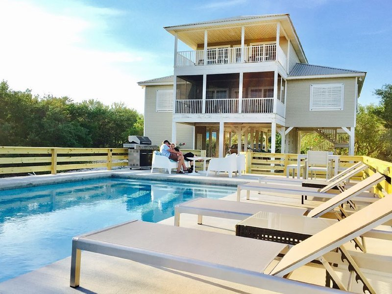 Beautiful NATURE RETREAT with PRIVATE POOL. Pet friendly.  Easy BEACH access., alquiler de vacaciones en Gulf Shores