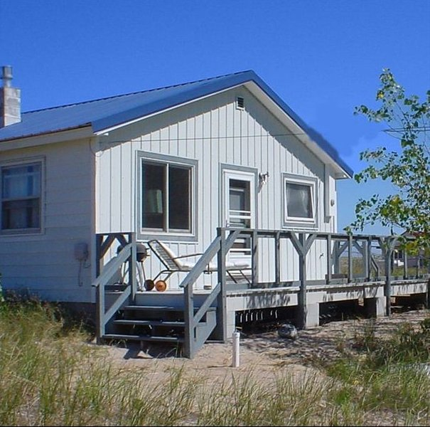 Music Makers Cottage, vacation rental in Burt Lake