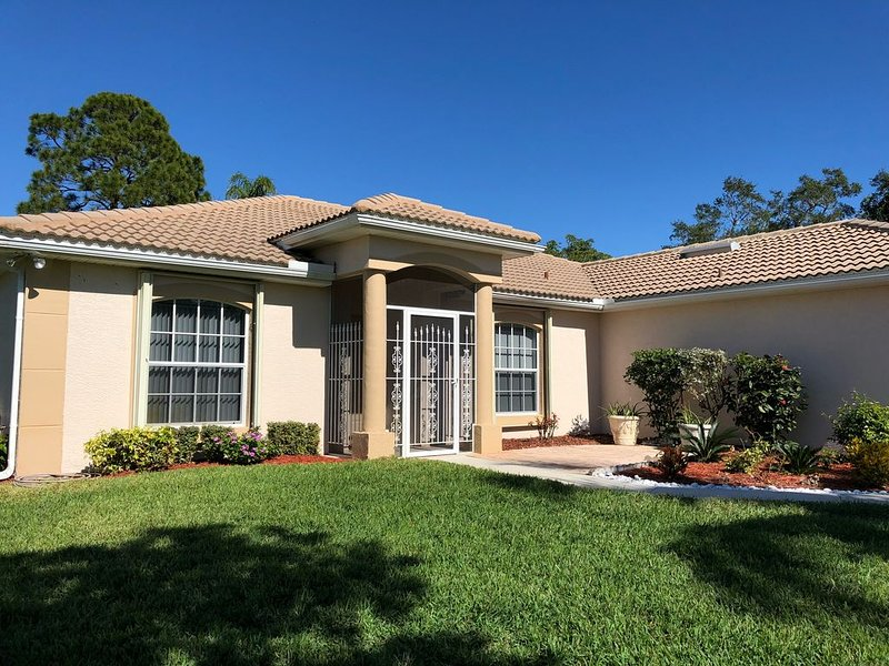 'Barefoot Breeze' Awaits, vacation rental in Bonita Springs