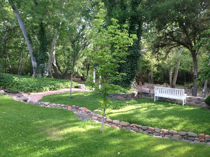 PRIVATE CREEK FRONT - In Heart of Sedona on a 4 Acre Orchard steps to Oak Creek, vacation rental in Sedona