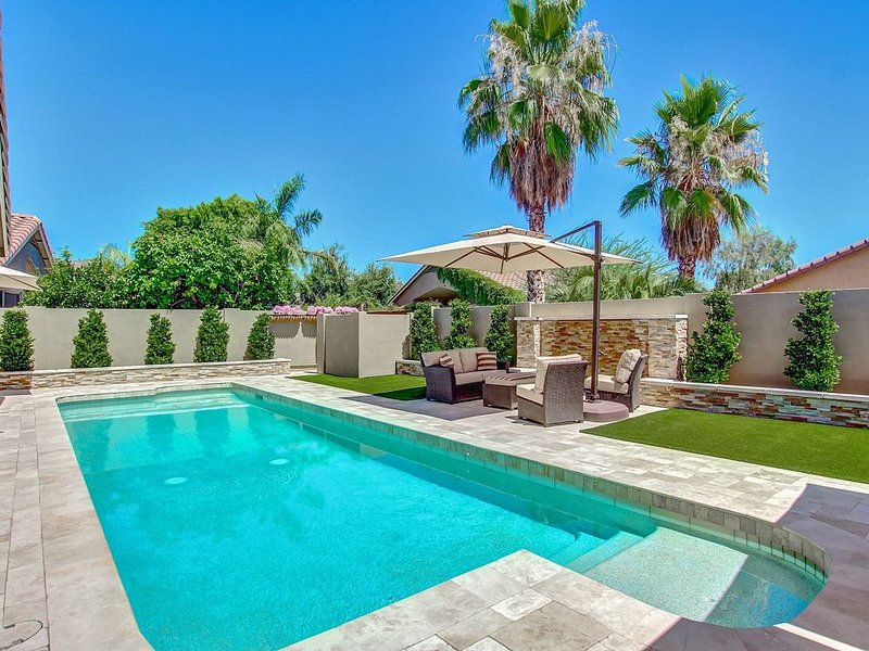 **PRIVATE RESORT**  3 Bdrm + Den With Bed, 2 Bth & Price Includes Heated Pool, casa vacanza a Sun City