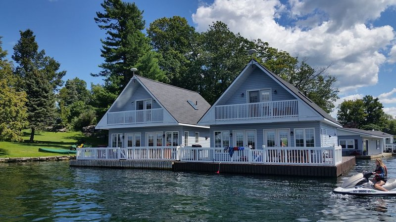 It's a floating cottage!, holiday rental in Lansdowne