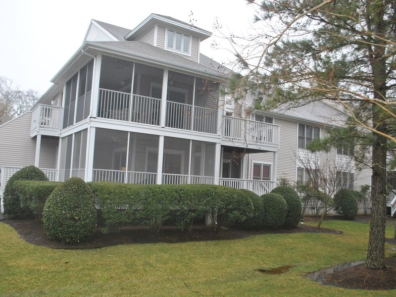 Privacy, Lakefront, and Sea Colony = A memorable vacation!, holiday rental in Bethany Beach