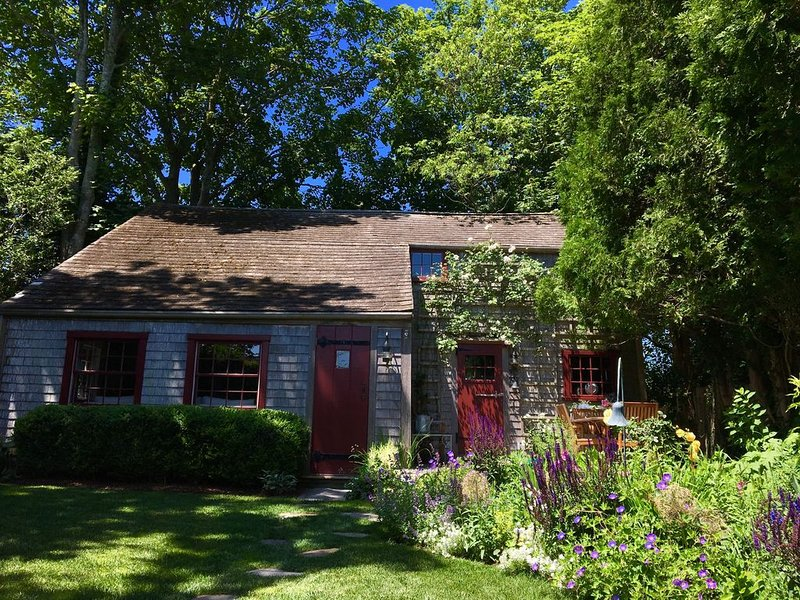 Historic  2 bedroom cottage in the heart of old town Nantucket, vacation rental in Siasconset
