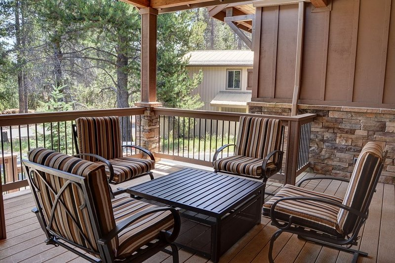 Comfortable seating for 4 on the front porch.