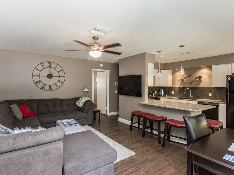 PRESCOTT GETAWAY, HISTORIC DOWNTOWN PRESCOTT, SPECTACULAR REMODEL!!!, location de vacances à Prescott Valley