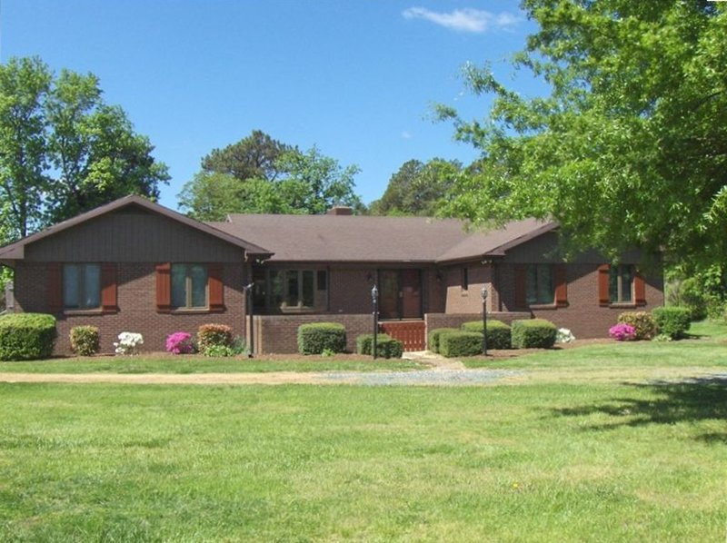 Waterfront, 23 Private Acres, Dock  & Pool, vacation rental in Fishing Creek