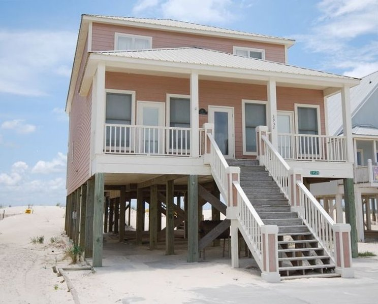 Large Beautiful Beach House-Price Reduction, alquiler de vacaciones en Gulf Shores