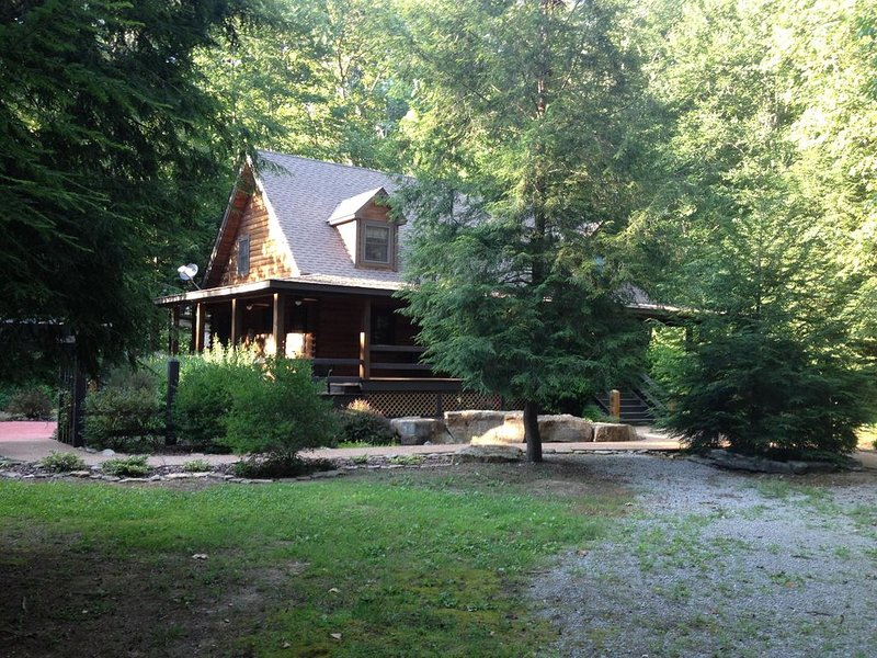 Luxury In Nature, Log Cabin In One Of A Kind Location., vacation rental in Albany
