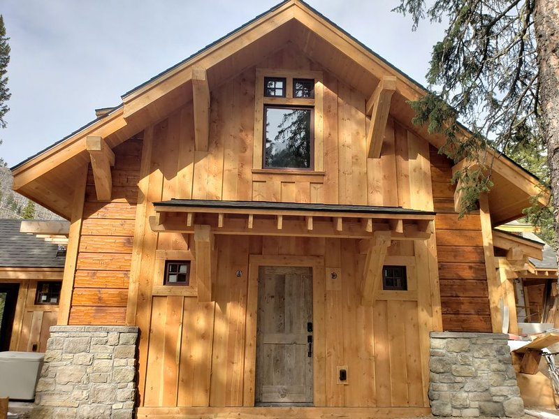 MTNLUX Loft_Creekside Sauna & Hot tub, location de vacances à Cooke City