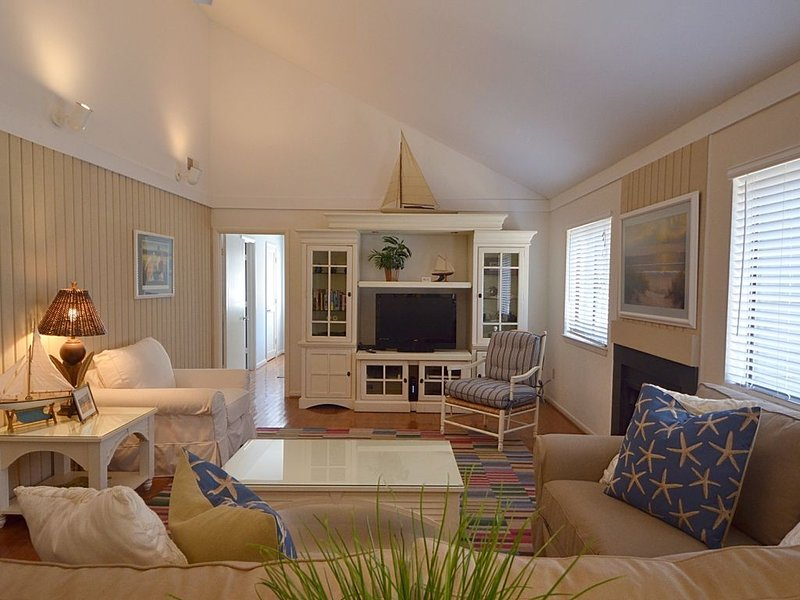 Private 3 Bdrm Oceanwoods home, short walk to the beach, wifi, deck and grill., holiday rental in Kiawah Island