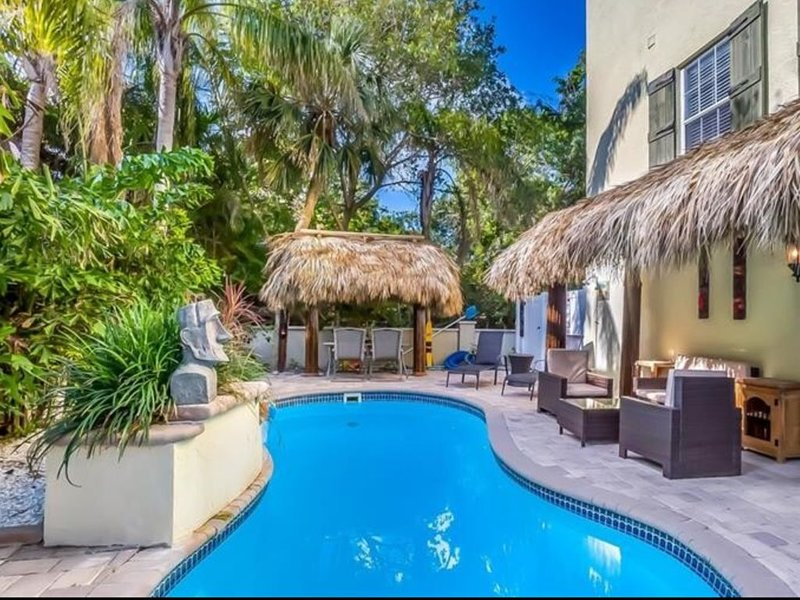 1 block to beach, best location, sunset views,heated POOL,2pm check in,elevator, holiday rental in Holmes Beach