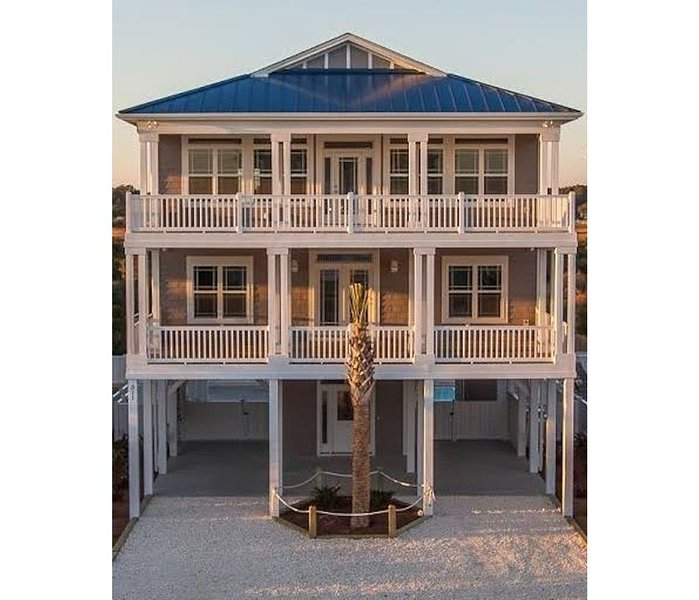 Luxury Oceanview 5Br/ 5.5 Bath, 2 Masters, Elevator, Huge Pool, vacation rental in Ocean Isle Beach