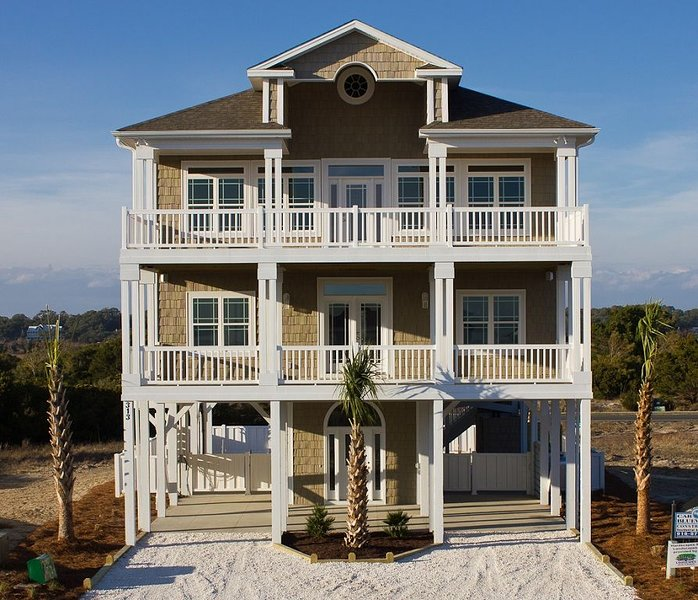 Luxury Oceanview 5BR, 2 Masters, Elevator, Huge Private Pool, vacation rental in Ocean Isle Beach