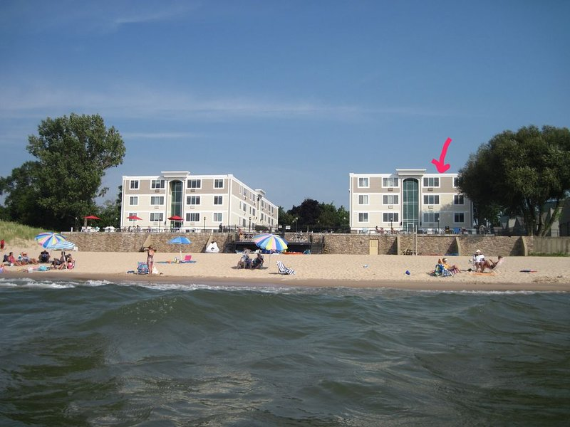 Amazing Lakefront location and beach views from every window., location de vacances à South Haven