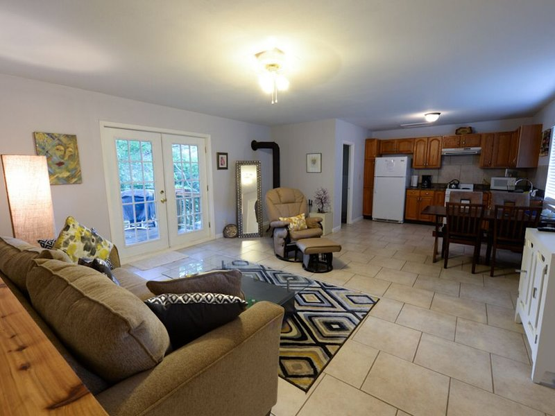 Perfect Location Between Beaver Lake & Eureka Spgs!, holiday rental in Eureka Springs