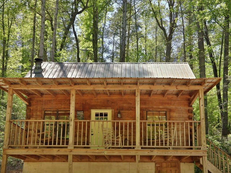 Yellow Door Cabin - a cabin getaway within walking distance of Townsend, TN, vacation rental in Townsend