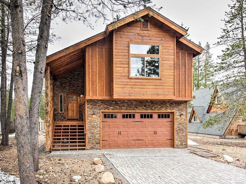 Beautiful South Lake Tahoe Home with Great Mountain Views, alquiler vacacional en Twin Bridges