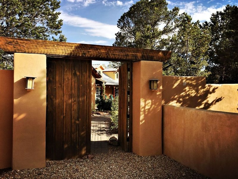 7th nts FREE !$125--$595 a nt Secluded NM Style Retreat Enchila, holiday rental in Galisteo