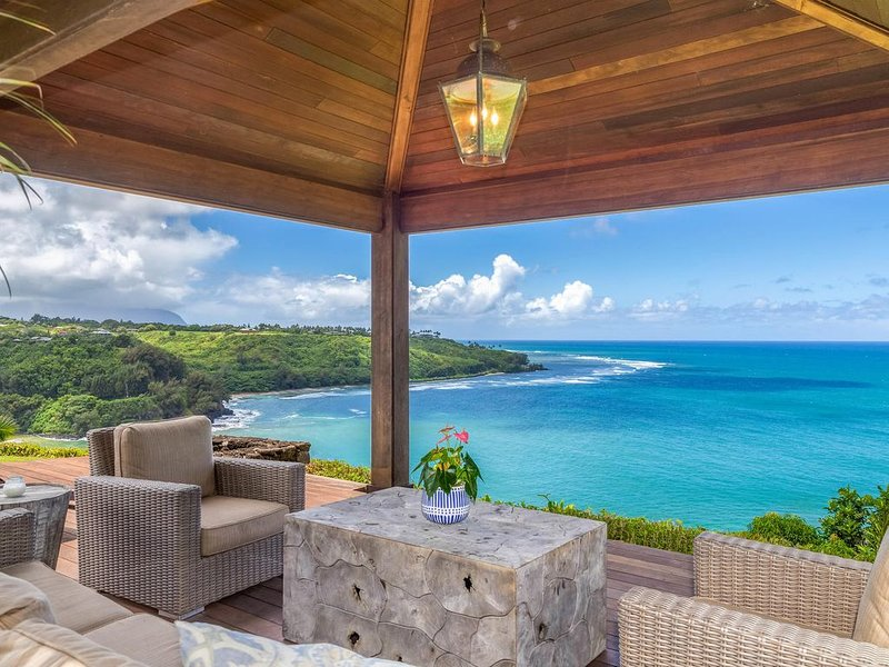 Air-Conditioned Hawaiian Plantation Home with Breathtaking Ocean Views, alquiler de vacaciones en Kilauea