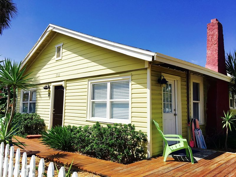 Beachouse Close to Shopping/Dining/Streetlife. Steps2Beach.WiFi.BoatRental.Golf, holiday rental in Jacksonville Beach