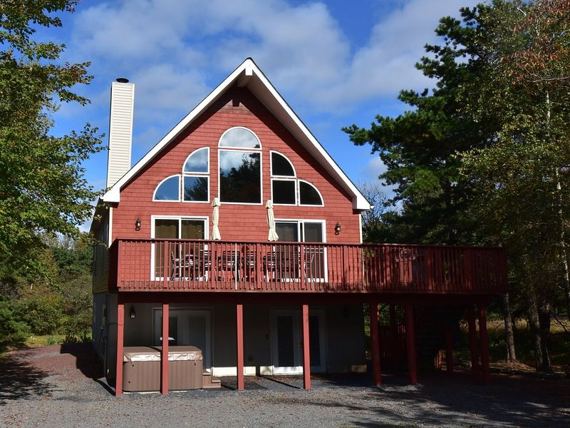 Pet friendly , sleeps 22, with steam shower,Hot Tub,Pool table and,air hockey, – semesterbostad i Albrightsville